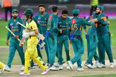 Dominant Pakistan whitewash Australia