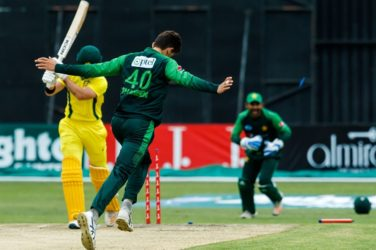 Pakistan crush Australia